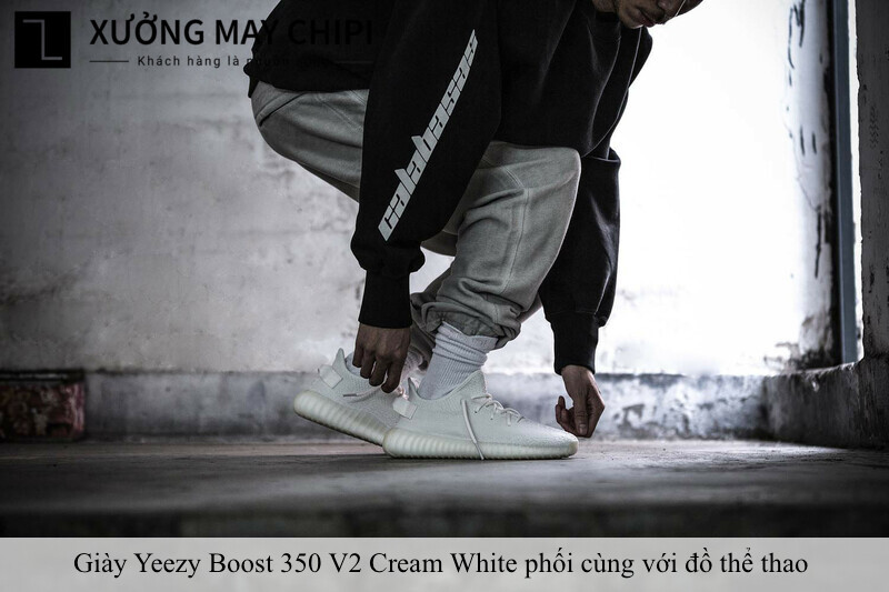cach phoi do voi Yeezy Boost 350 V2 Cream White